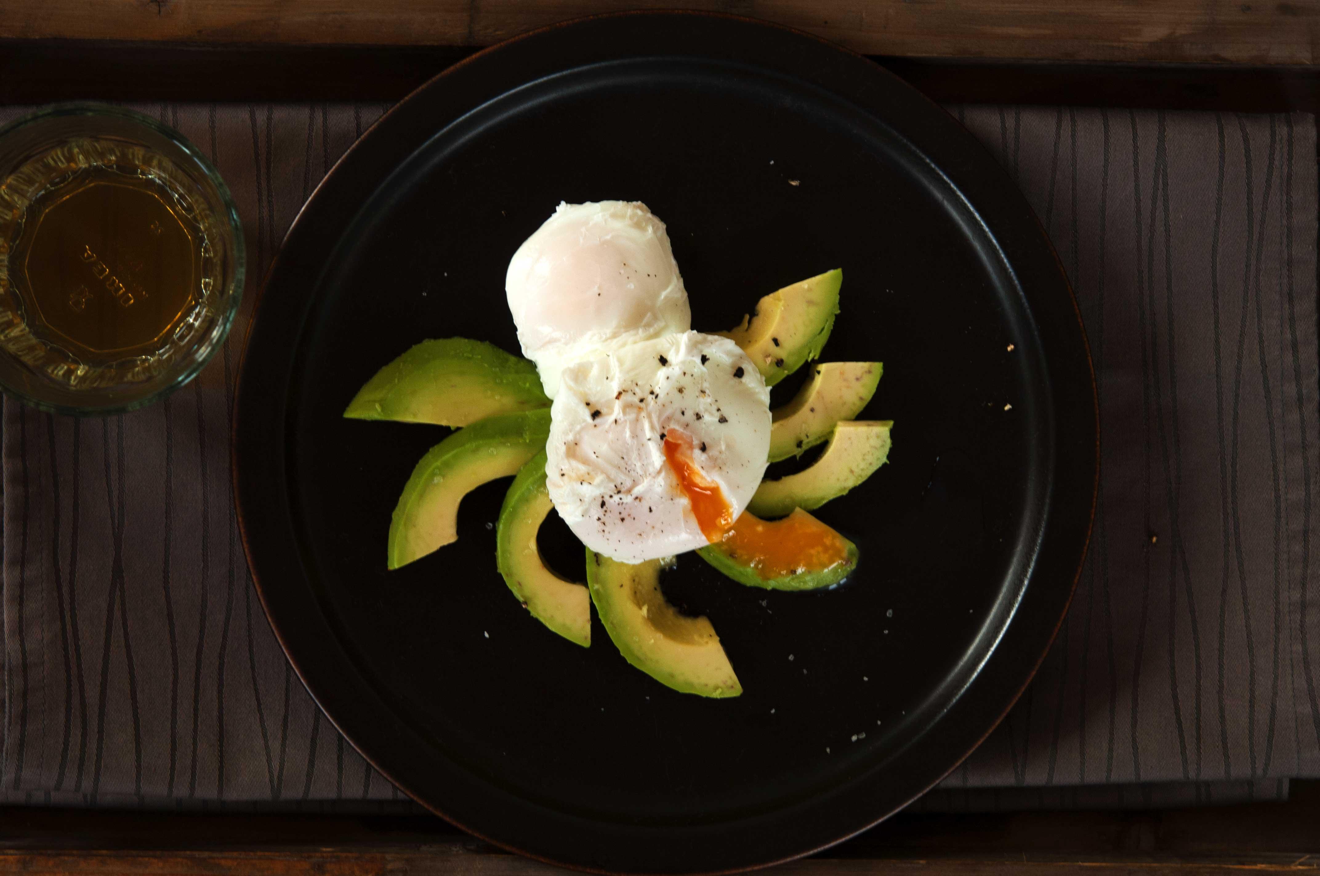 egg-benedict-mit-avocado-III_web