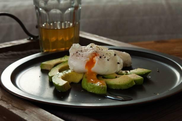egg-benedict-mit-avocado-IV_web