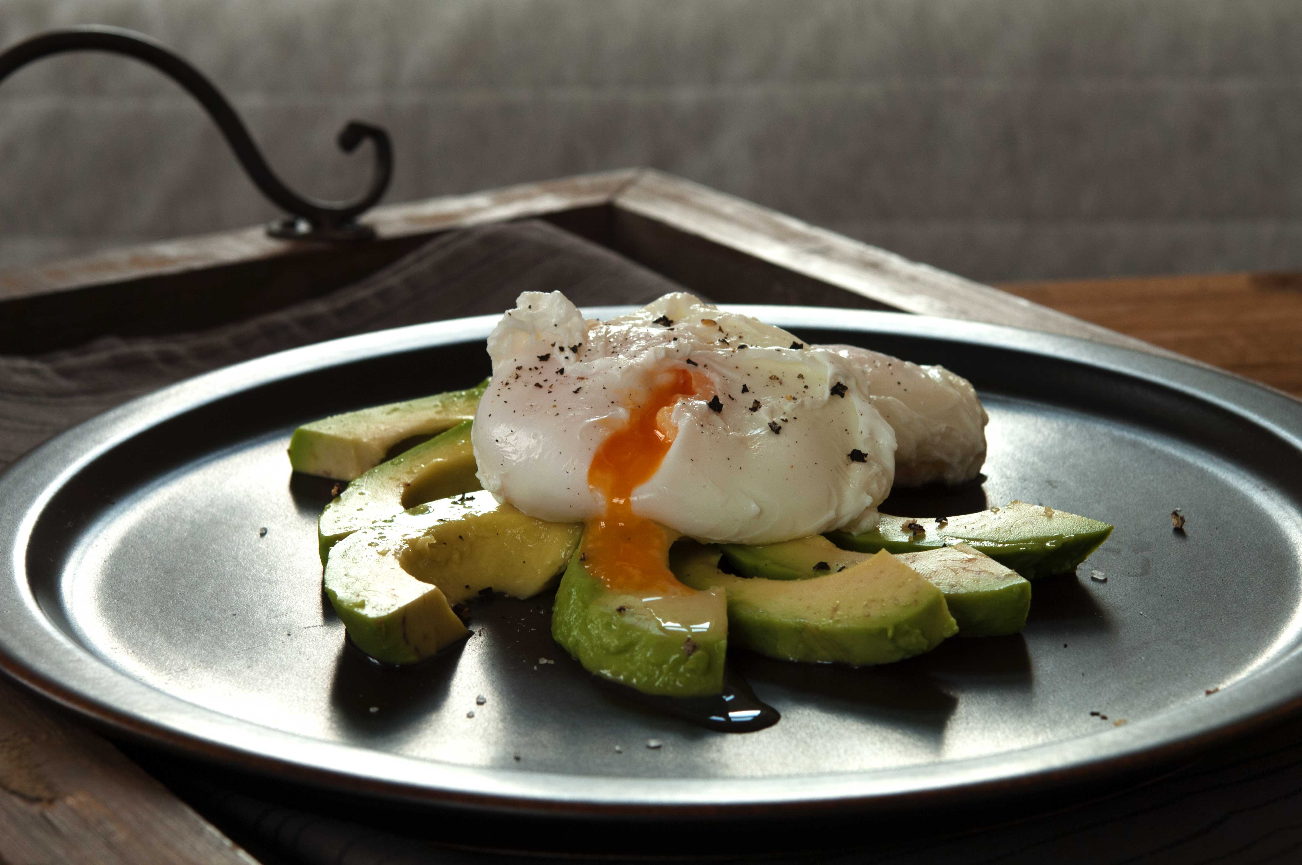 egg-benedict-mit-avocado_web