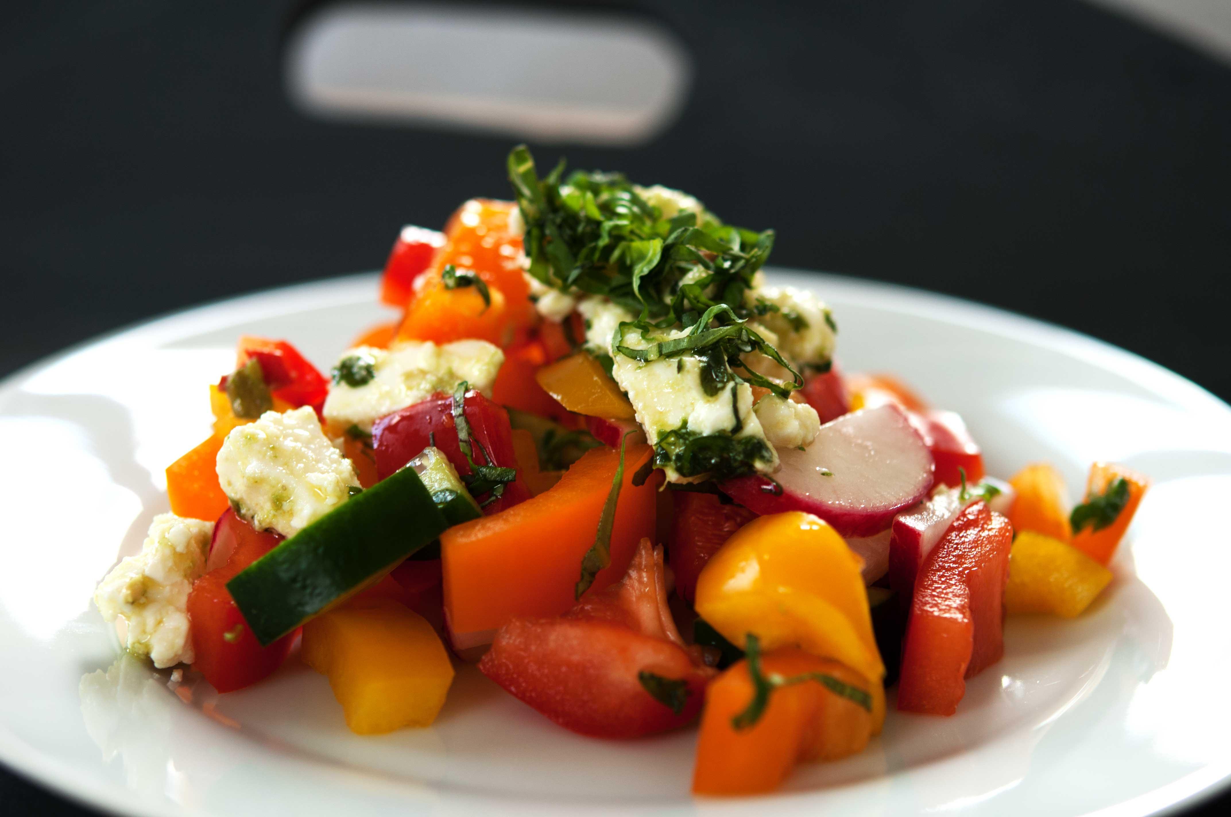 gemischter-Salat-mit-mariniertem-Feta-IV_web