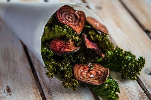 natürlich essen | Grünkohl Rote Beete Chips | Lars Brouwers & Torsten Fleischer