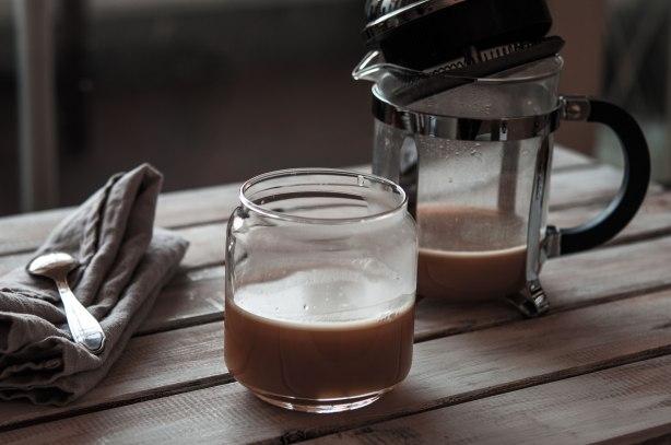 natürlich essen | Paleo Schwarzer Tee mit Ziegenbutter | Lars Brouwers & Torsten Fleischer