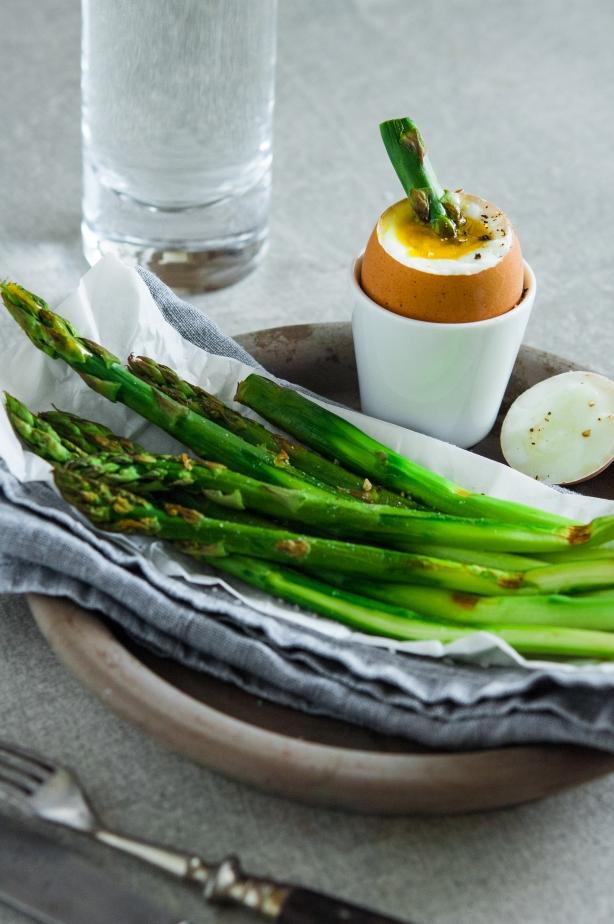 natürlich essen | grüner Spargel mit Ei | Lars Brouwers & Torsten Fleischer
