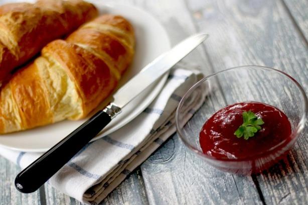 croissants-569075_640